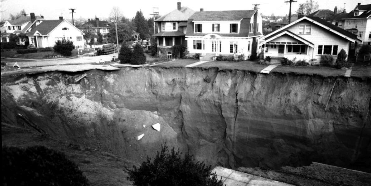 The Great Ravenna Boulevard Sinkhole, 1957. Seattle Municipal Archives (CC BY 2.0)