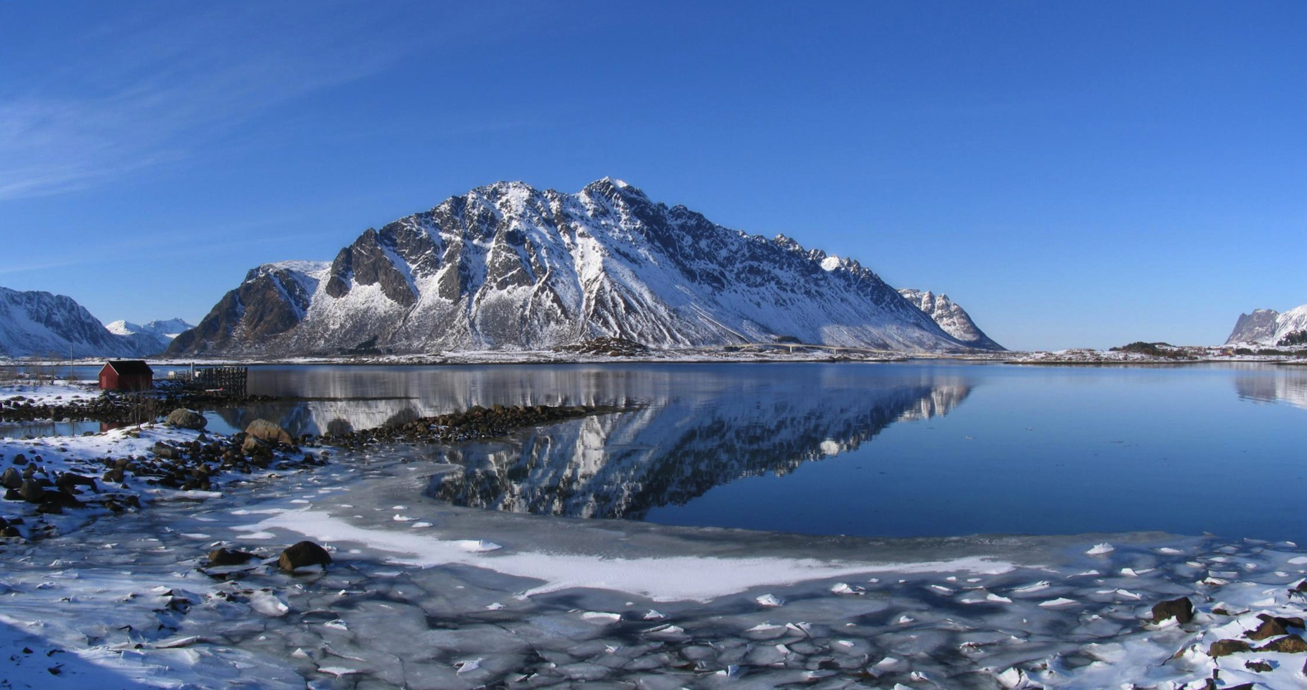 Winter at Lofoten (2008). By Tackbert. Public Domain.