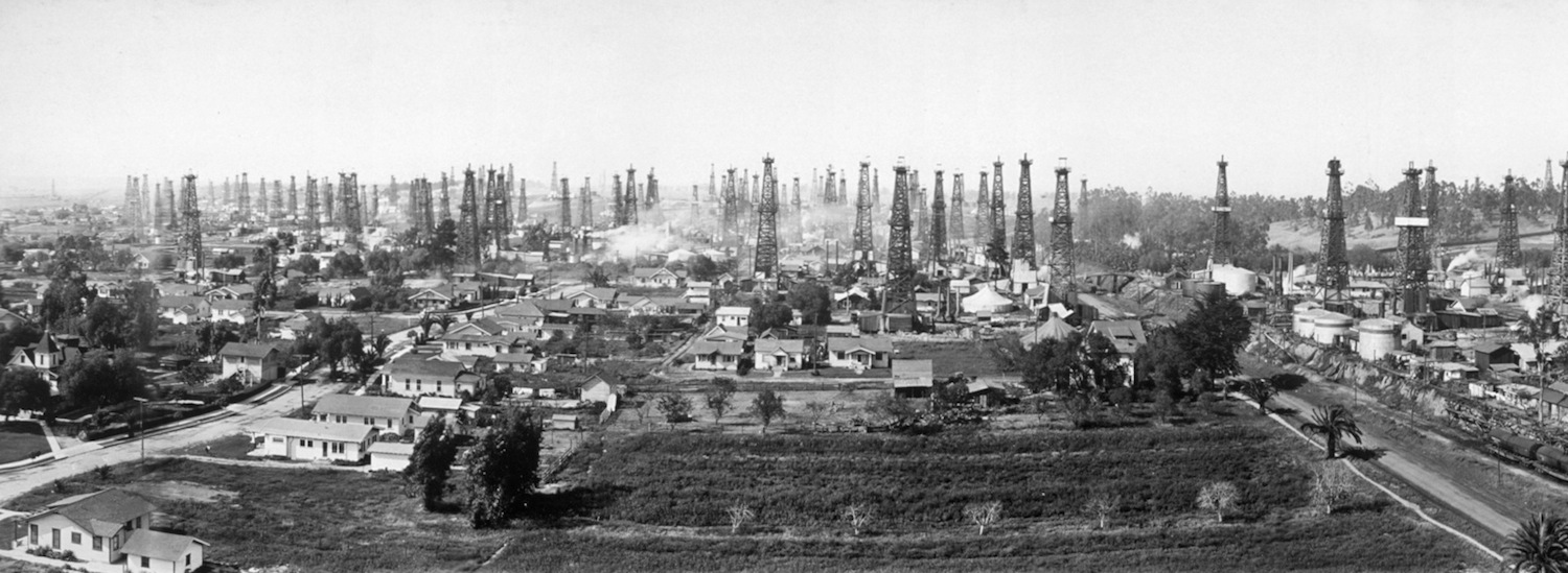 Signal_Hill_California_1923-library of congress-PD-cropped